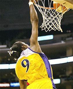 Lisa Leslie, with the first dunk in the wnba