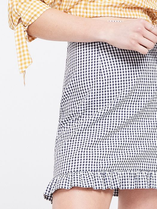 <p>Haven't you heard? Gingham's cool again, and this Seersucker Frill Mini Skirt's all the proof you need.</p>