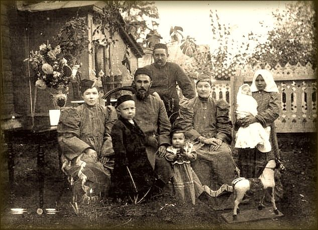 Tatars. Татарская зажиточная семья. Давлеканово нач.ХХв.