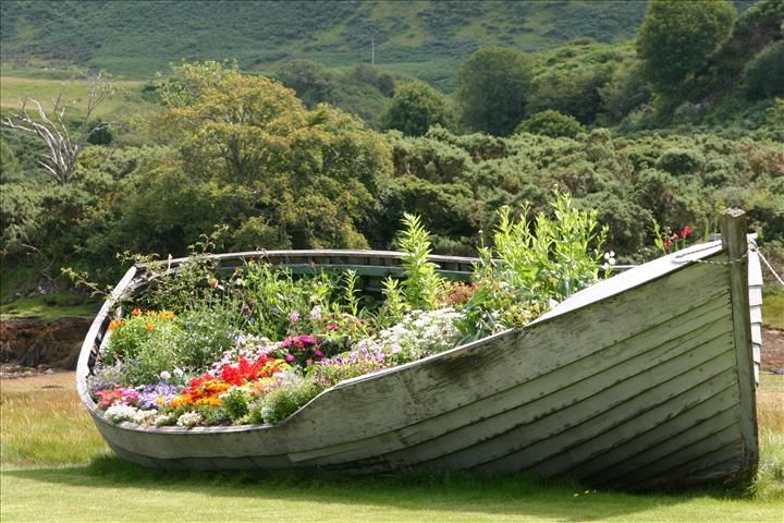 boat garden...now I need to find an old boat for the area near the pond.