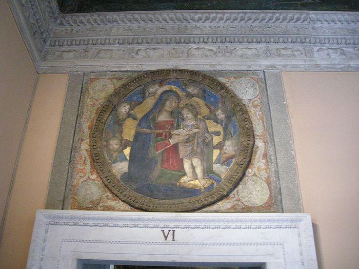 Appartamento Borgia,Tondo della  Madonna col Bambino Leggente-  Pinturicchio L'Appartamento Borgia è una serie di sei ambienti monumentali nel Palazzo Apostolico della Città del Vaticano, facenti oggi parte del percorso dei Musei Vaticani in cui è in parte ospitata, dal 1973, la Collezione d'Arte Religiosa Moderna.