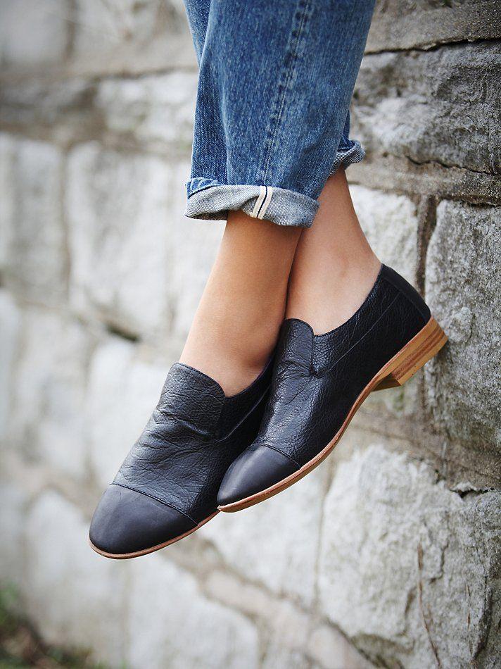 et porte des souliers