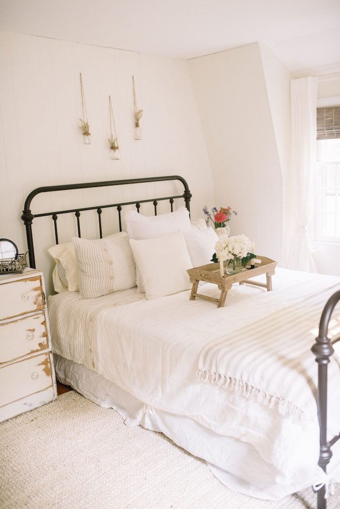 Farmhouse guest bedroom makeover jute neutral and bright for Farmhouse guest bedroom