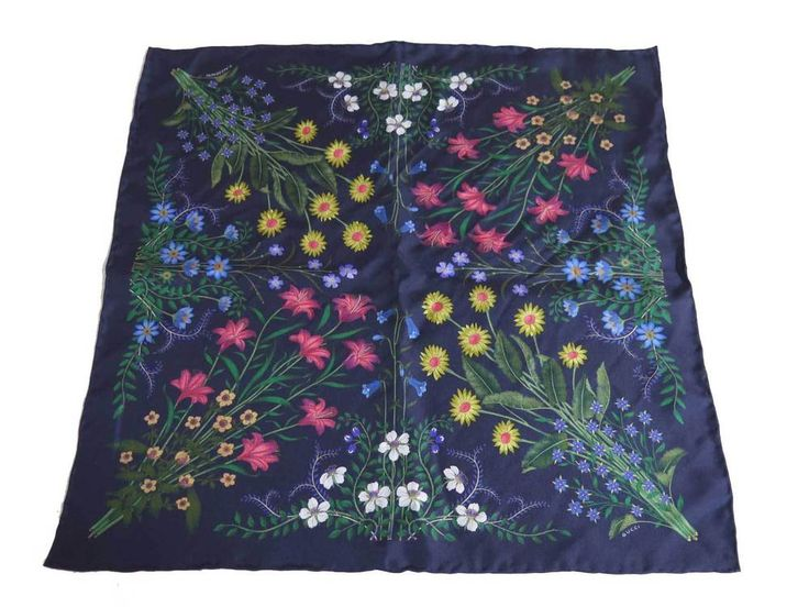Auth GUCCI Flower Scarf Pocket Handkerchief Navy Blue/Multicolor Silk - e30868 #GUCCI #ScarfPocketHandkerchief