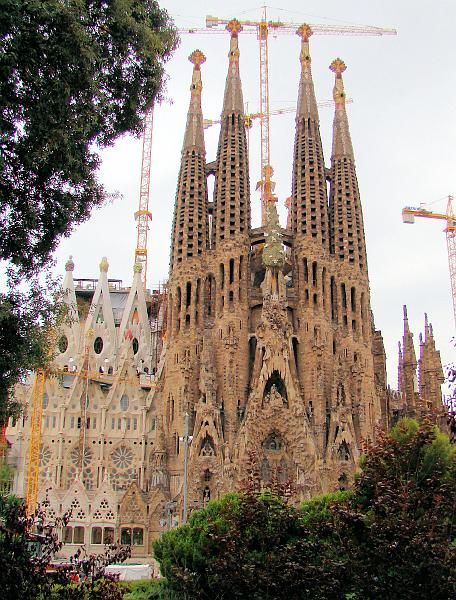 Sagrada Familia, Barcelona. Ive been here and its even prettier than a picture can ever amount too