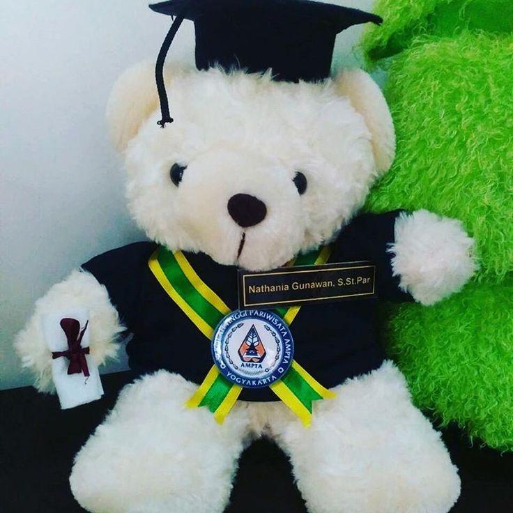 Boneka wisuda bear sekolah tinggi pariwisata ampta #wisudaampta #bonekawisudaampta #ampta #sekolahpariwisata #sekolahtinggipariwisata #bonekawisudajogja. #bonekawisudamurah. #wisudauny #wisudaugm