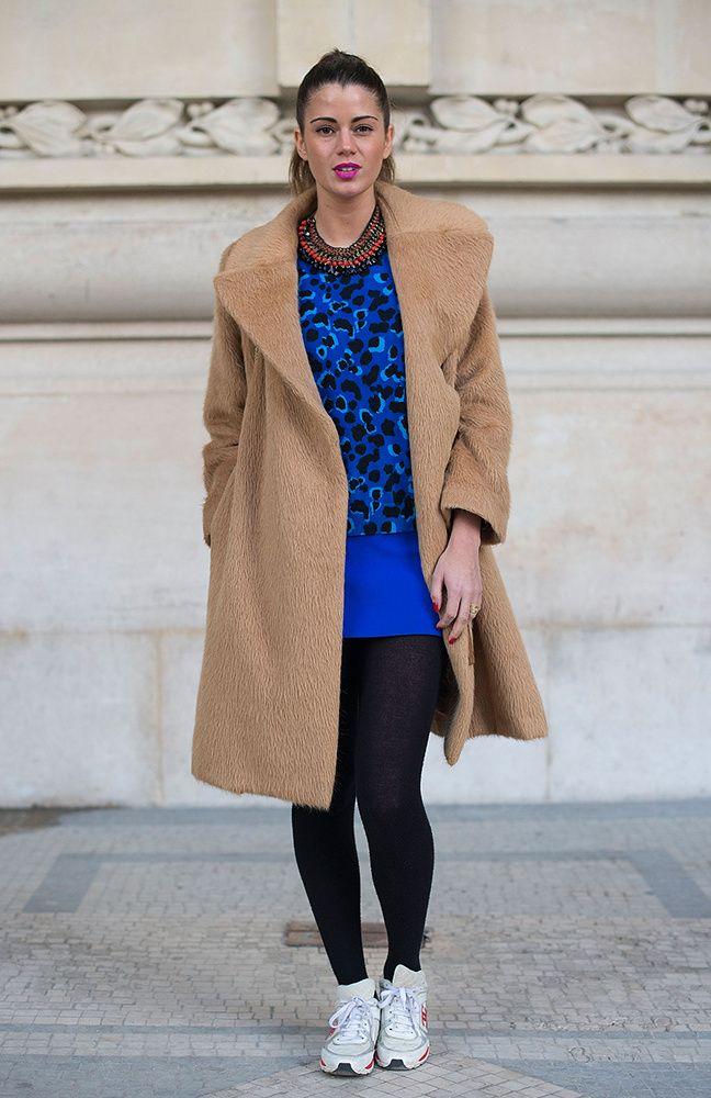 Azul eléctrico para amenizar este abrigo peludo.