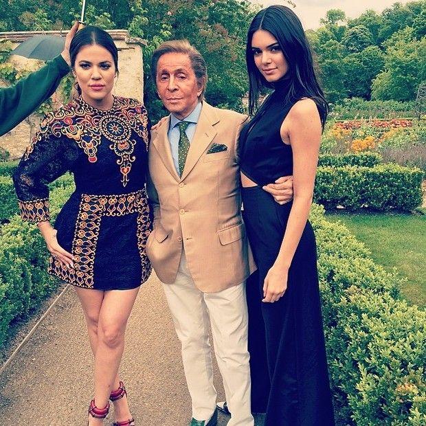 Khloe Kardashian e Kendall Jenner com Valentino (Foto: Reprodução/Instagram)
