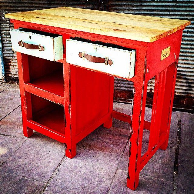 #study #red #desk #old #vecchio #rustic #vintage #design #table #legno #scrivania #writing #bar #legno #wood #wooden #eskitme #dekoratif #decorative #dekoratif #interior #handmade #artigianato #yesil #kırmızı #masif #colorful #colors #renkler
