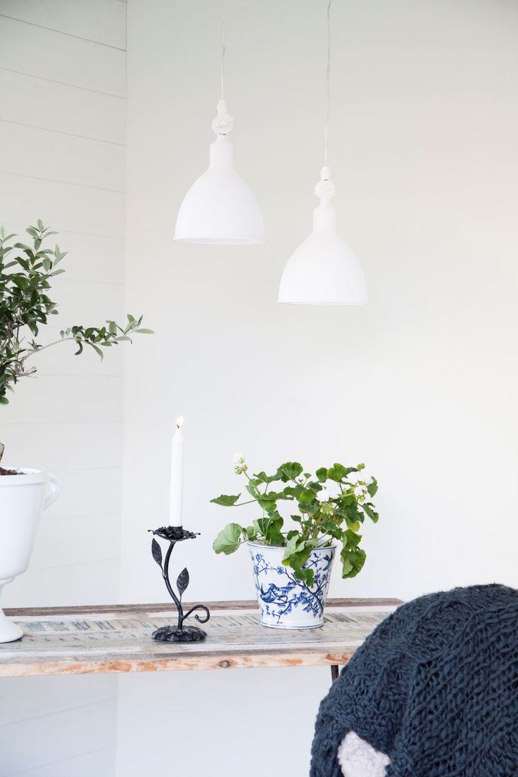 Timeless and Versatile white metal mini pendant Bazar