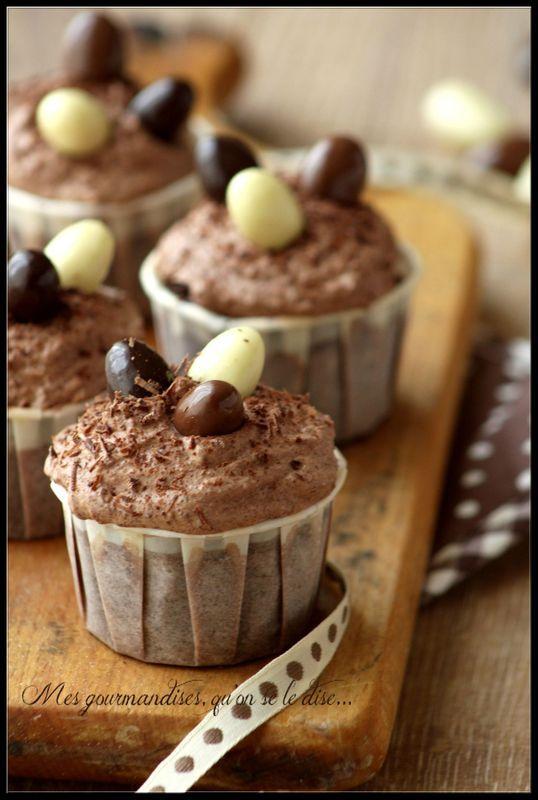 Cupcakes de Pâques au chocolat.