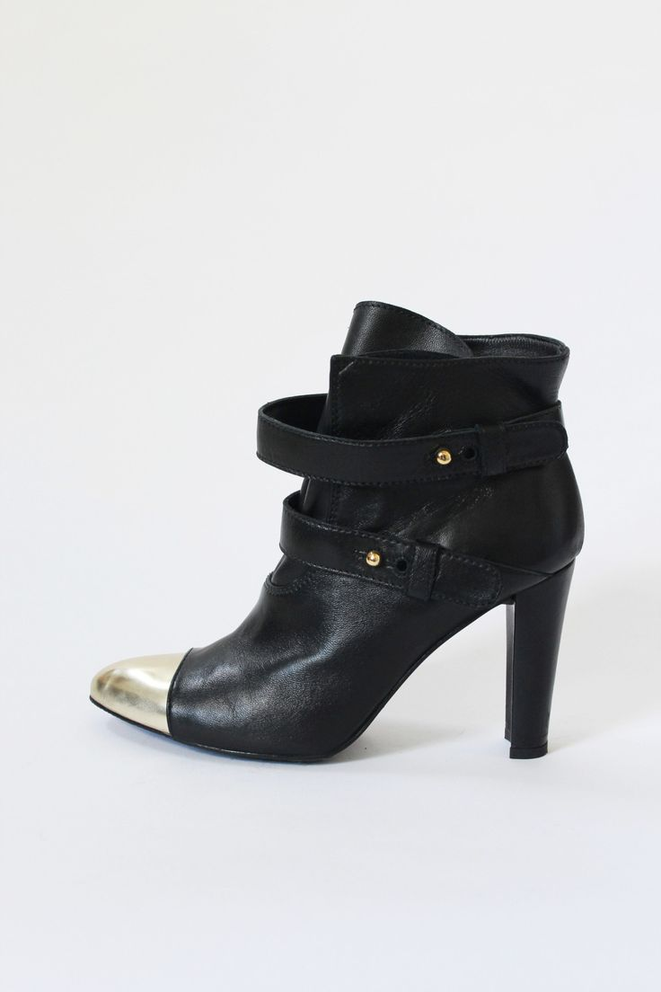 Stuart Weitzman x Brooklyn Decker Black Leather Ankle Boots, size 7