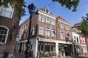 Best Western Museumhotels Delft  Description: De Best Western Museumhotels Delft zijn gevestigd in 3 verschillende monumentale panden in het hart van het oude stadscentrum. Ervaar de unieke sfeer die hier hangt dankzij de vele kunstwerken.Alle 3 de gebouwen van het hotel zijn uniek ingericht met antiek en kunstwerken. De kamers zijn voorzien van een eigen badkamer en een minibar. U kunt tevens gebruikmaken van de koffie- en theefaciliteiten en gratis internet. Delft is een charmante stad met…