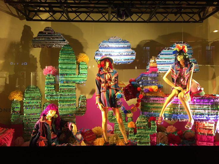 12.01.2016 I always love to see the window displays at Selfridges Lonodn, ive seen many wondows displays around the world and i think they must be some of it f not the best. Always an exciting disp...