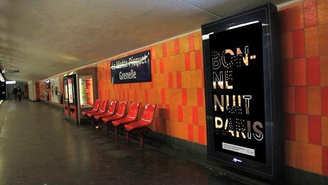 """La RATP et l'ESAG Penninghen vous souhaitent """"bonne nuit"""" by ESAG Penninghen. À partir du 11 octobre et pendant 2 mois, de minuit à 1h du matin, les noctambules parisiens découvriront, sur la majeure partie des écrans Samsung du métro de la RATP, un message qui leur est tout particulièrement adressé: """"bonne nuit""""."""