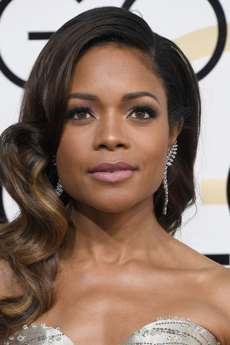 Naomie Harris Naomie Harris opted for classic mermaid waves when it came to her hair, whilst her make-up look focused on extra-long lashes and radiant skin.