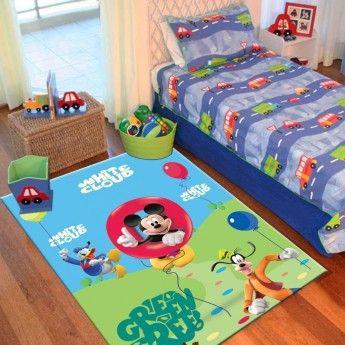 Mickey, Donald si Pluto vor devenii partenerii de joaca preferati ai copilului tau! Covorul pentru copii Disney Club House 25 are culori vibrante, rezistente in timp si personaje jucause care iti vor incanta copilul.