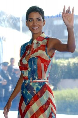 Halle Berry in a patriotic american flag dress #USA