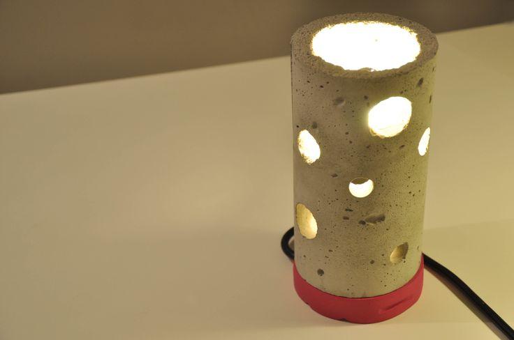 "Lampa z betonu  ""Cheese"""