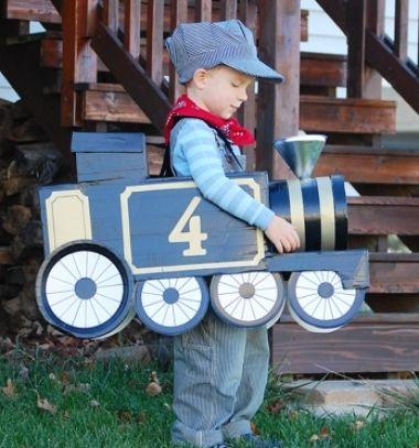 DIY Train costume from cardboard / Mozdony kartonpapírból és mozdonyvezető jelmez / Mindy