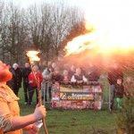 Burgemeester ontsteekt vreugdevuur Pannenschuur Oisterwijk