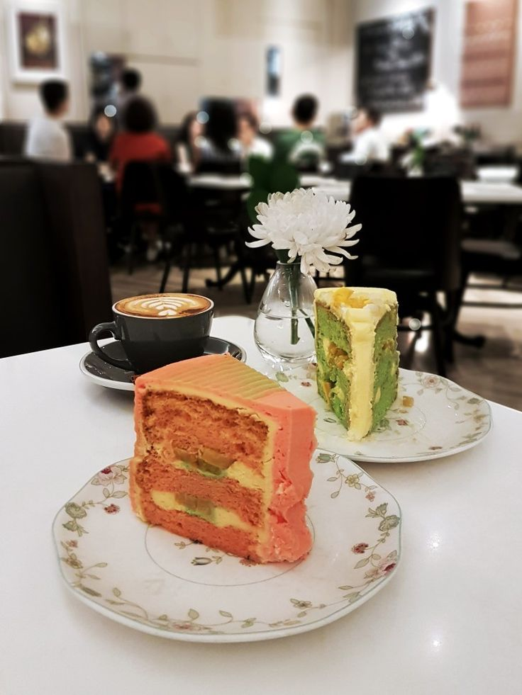 """Pisang Ijo Cake & Es Teler Cake"", AMKC Atelier, Jakarta"