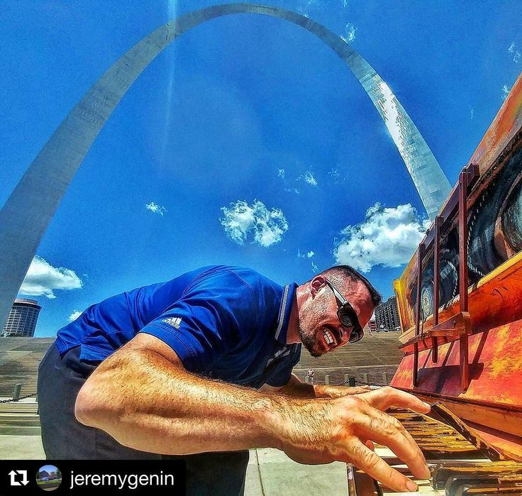 #Repost @jeremygenin  On a jog and took a sec to play on this piano by the Arch provided by #jacksonpianos Thanks for letting us play!  #fox2now #stl #arch #piano #stlouis #saintlouis #wornout #pianoman #water #sky #river #music #love #archgrounds #fitness #run #runner #jog #marathon #halfmarathon #pianoman #pianoplayer @jacksonpianos