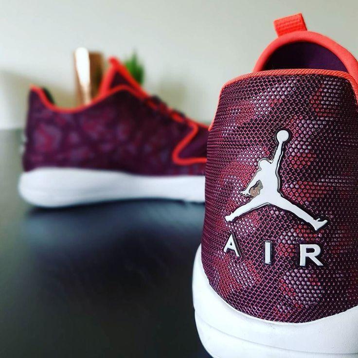 Jumpman Jumpman  Fik lige købt mig et par nye sko på vores tur i Amsterdam  - #jordans #sneakerhead #nike #kicks #jordan #shoes #sneakers #airjordan #shoegame #23 #shoeporn #jumpman #basketball #jumpman23 #amsterdam #holland #netherlands #iamsterdam #sko #nye #sommer #mode #fashion #summer #red #shoeaddict