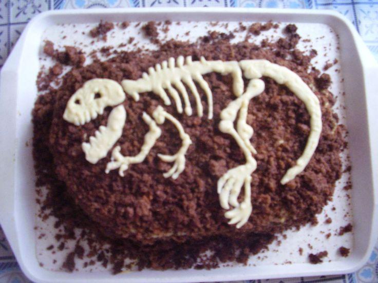 Gergő's dinosaure cake