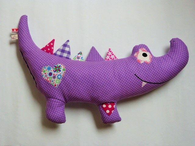 "Kuschelkissen Krokodil ""Coccodrillo"" Lila von Krea_Kat auf DaWanda.com"