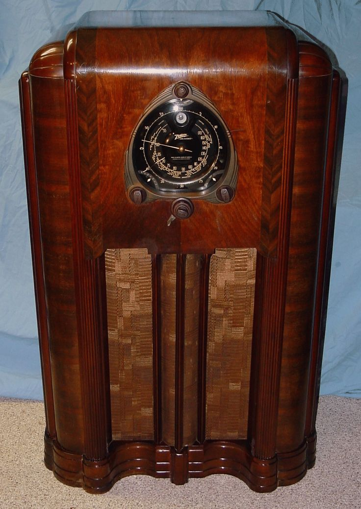 I remember our radio being similar to this one. If you think it's difficult  for - Top 25+ Best Antique Radio Ideas On Pinterest Radios, Retro