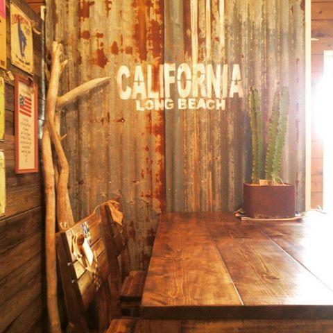 カリフォルニア錆びトタン☆ #umikagu #廃材#海を感じるインテリア#ビーチハウス#カリフォルニア#多肉#古材#錆びトタン
