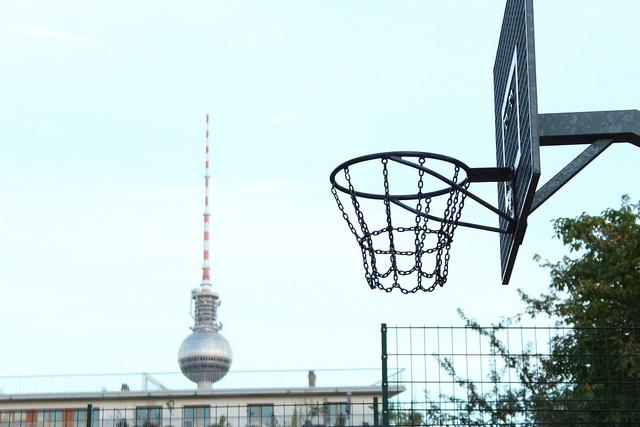 Basketball im Mauerpark | Basketball court in Mauerpark, via Flickr © visitBerlin | Kiau More information on #Berlin: visitBerlin.com