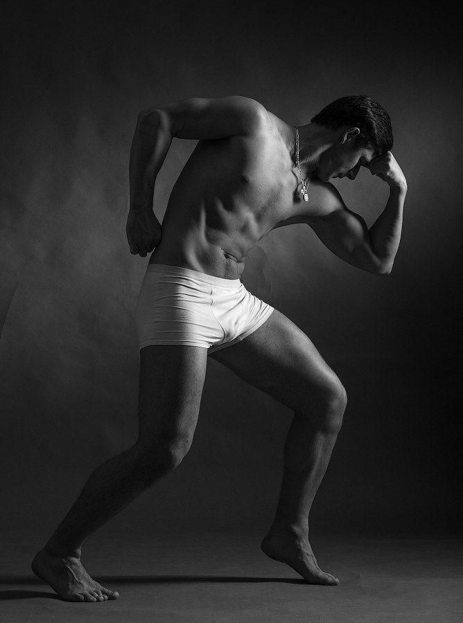 Мужское тело и постановка света в жанре NUDE
