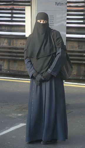 https://flic.kr/p/7jggRv | Waiting for her train, East London
