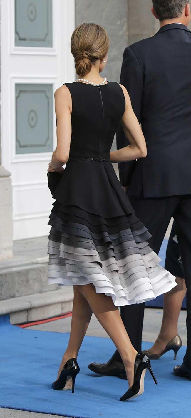 La Reina Letizia ha estrenado un vestido de Felipe Varela para la entrega de los PremiosPríncipe de Asturias.