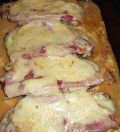 Cote de porc au jambon fromage, sauce moutarde.