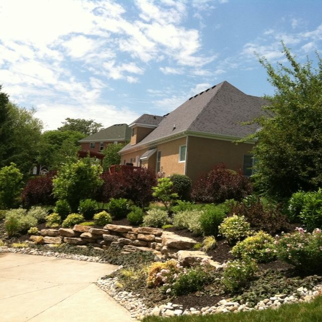 Front Yard Landscaping Ideas With Circular Driveway The: Landscaping Ideas For A Driveway