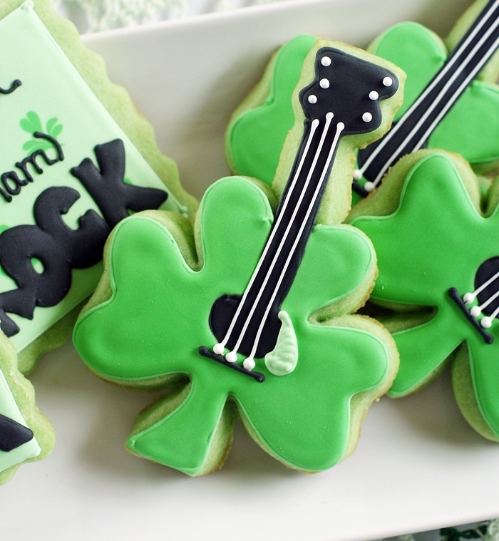 ShamRock cookies from Bake at 350. Aren't these just DARLING?? :-D