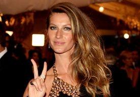 4-Jun-2013 11:14 - GISELE IN HAAR BLOTE KONT VOOR VOGUE-SHOOT. Gisele Bündchen is tijdens een fotoshoot voor de Italiaanse Vogue flink in de watten gelegd. Ze werd door en door verwend en ging daarvoor…...