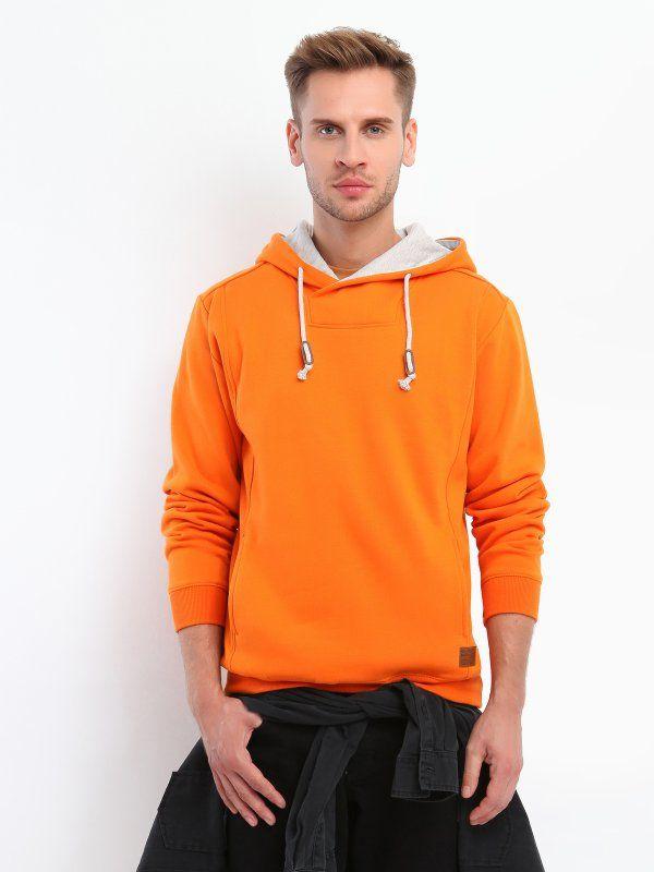 Bluza męska pomarańczowa  - bluza nierozpinana - TOP SECRET. SBL0274 Świetna jakość, rewelacyjna cena, modny krój. Idealnie podkreśli atuty Twojej figury. Obejrzyj też inne bluzy tej marki.