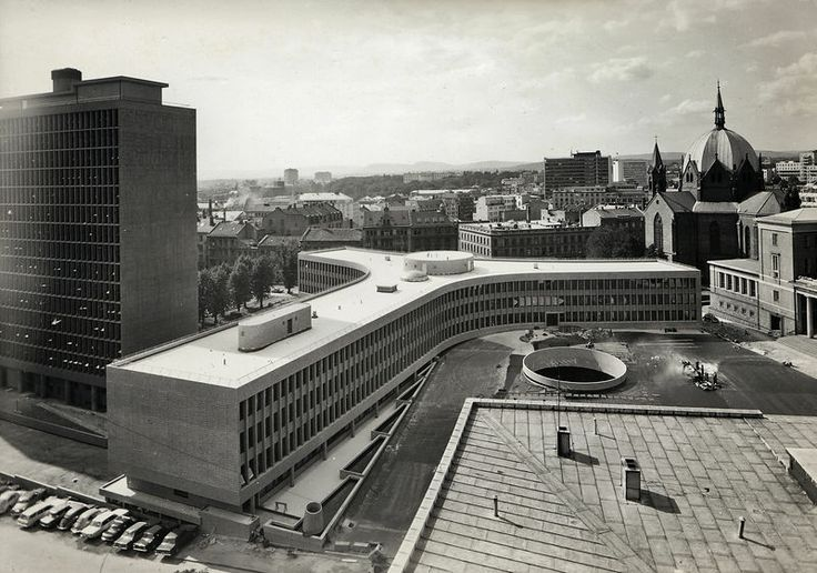 The government buildings (Regjeringskvartalet) in Oslo. Architect: Erling Viksjø. H-block (left) was finished in 1958,  Y-block in 1969. Photo: Teigens Fotoatelier / Owner: DEXTRA Photo