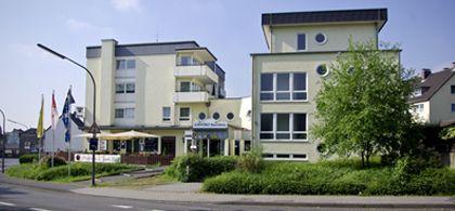 Das Privathotel liegt im Kölner Stadtteil Porz-Eil. Nahe dem Flughafen Köln/Bonn gelegen, mit eigener Sauna und Tiefgarage.