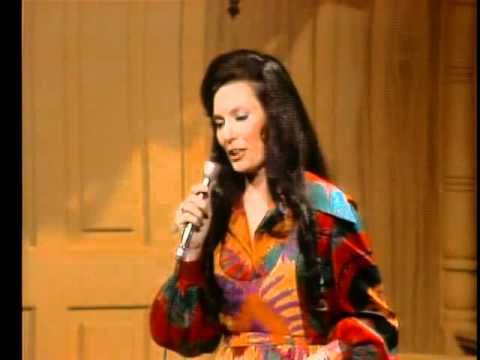 ▶ Loretta Lynn - Coal Miner's Daughter.1971. - YouTube