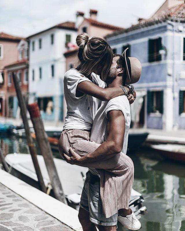 Kiss Love in Italy @klemenswhite #burano #love #mikutatravels