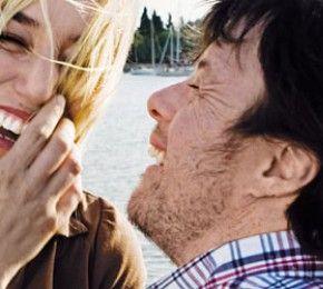 """""""Me Too - Wer will schon normal sein?"""" - Kino-Tipp - Romantische und sexuelle Bedürfnisse von Menschen mit Behinderung sind immer noch ein Tabu. Die Tragikomödie """"Me Too"""" bricht es lustvoll und mit viel Humor."""