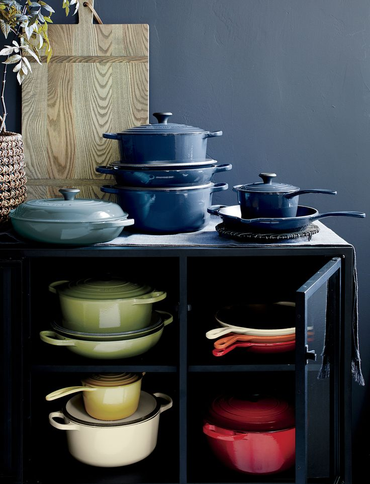 Le Creuset cookware from Crate and Barrel lets you cook with confidence. A trusted name in premium cookware, Le Creuset offers a full range of cast iron, hard-anodized nonstick and aluminum-core stainless steel pieces. Browse Le Creuset cooking items for your kitchen, including skillets, pans, grills, Dutch ovens and pots.