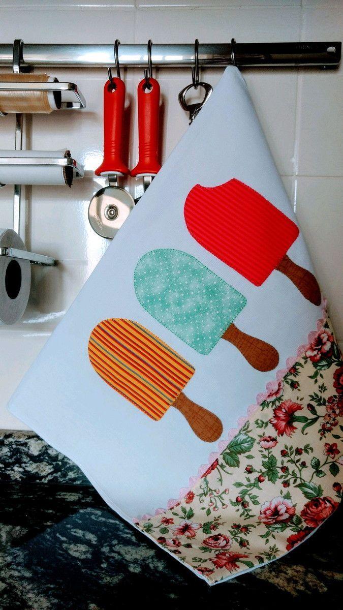 Para colorir sua cozinha! Pano de prato em tecido de ótima qualidade, com barrado e sianinha, e trabalho de aplique, caseado à máquina. Med: 50x80cm
