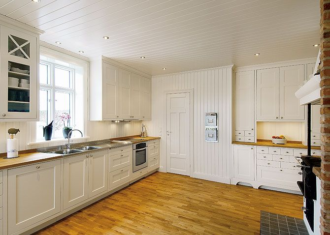 Love this white kitchen, airy and spacious and inspires to bake and cook. Just the way I want my kitchen!