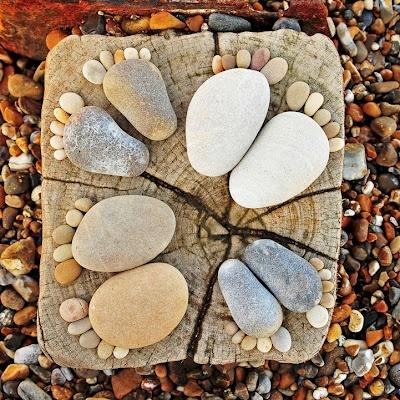 """stepping stones!""Mosaics Step Stones, Footprints, Rivers Rocks, Baby Feet, Cute Ideas, Art, Gardens, Families Circles, Crafts"